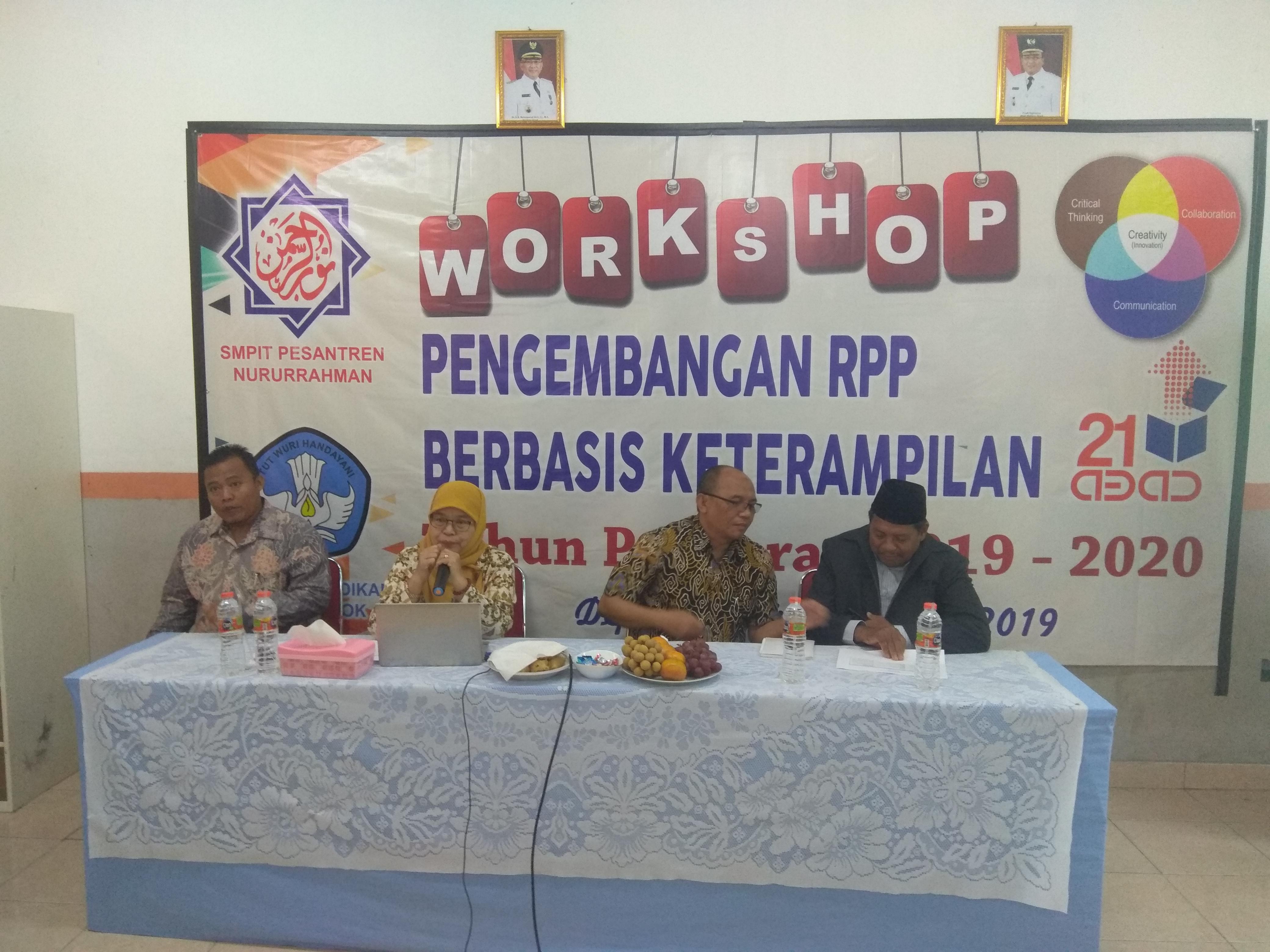 Workshop Pengembangan Bahan Pembelajaran Berbasis Keterampilan Abad 21 di SMPIT Nururrahman