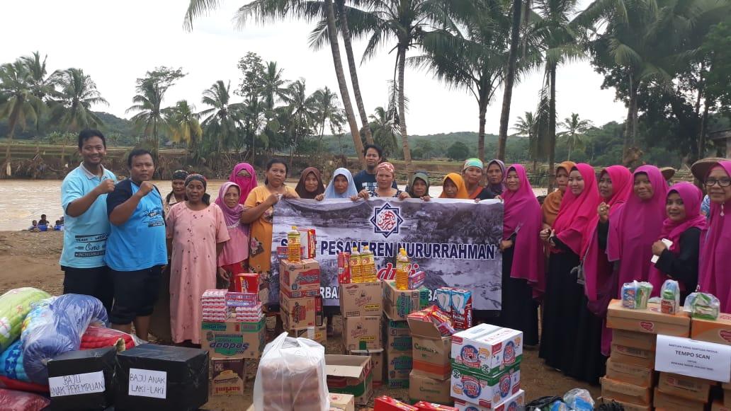 Solidaritas Siswa/i SMPIT Nururrahman untuk Korban Banjir