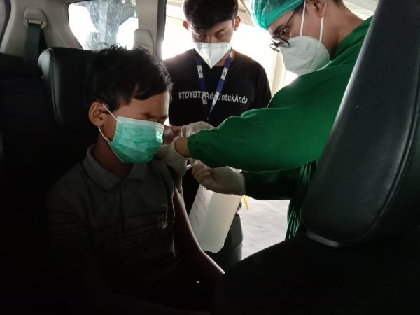 Siswa SMPIT Nururrahman Lakukan Vaksinasi Covid-19
